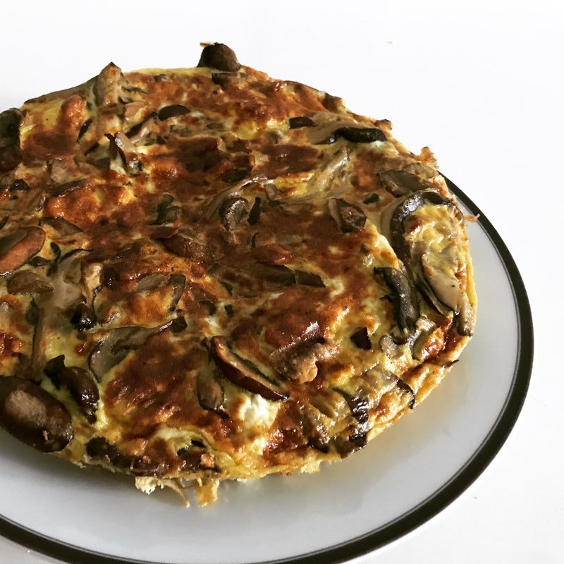 My breakfast for the past few weeks has been a variety of delicious frittatas.